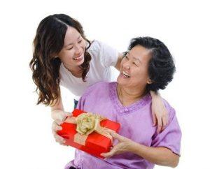 Hãy chọn những món quà sinh nhật ý nghĩa cho cha mẹ