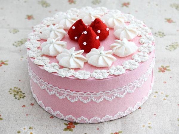 Một chiếc bánh màu hồng đáng yêu