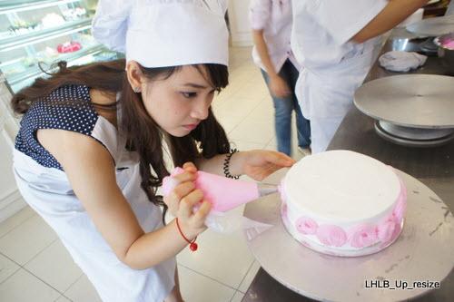 Hãy tự tay vào bếp làm tặng chồng yêu của bạn một chiếc bánh