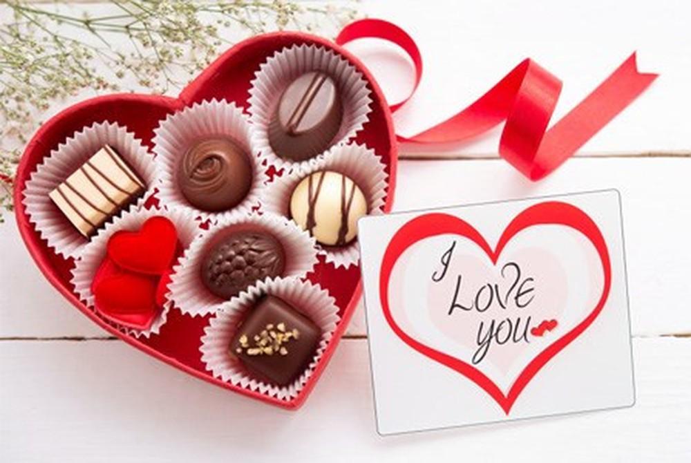 Một số món quà tặng một năm yêu nhau siêu ý nghĩa và tình cảm