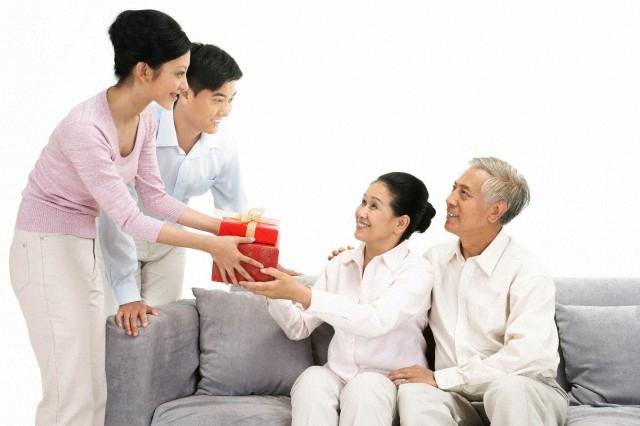 Tư vấn chọn quà tặng ra mắt bố mẹ đảm bảo ghi điểm