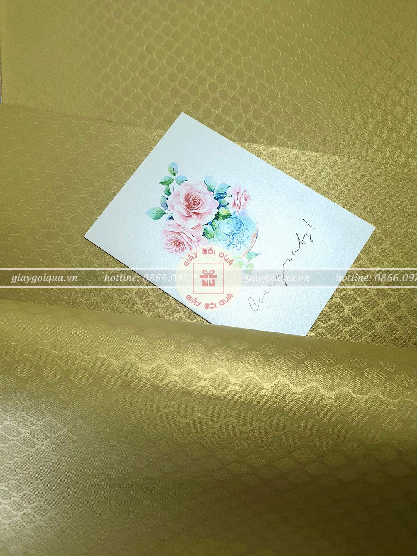 Giấy gói quà cao cấp hoa văn đuôi cá màu vàng