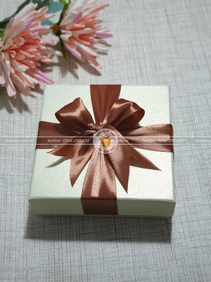 Hộp quà tặng đẹp HQ10 - Kích thước 10x10x3