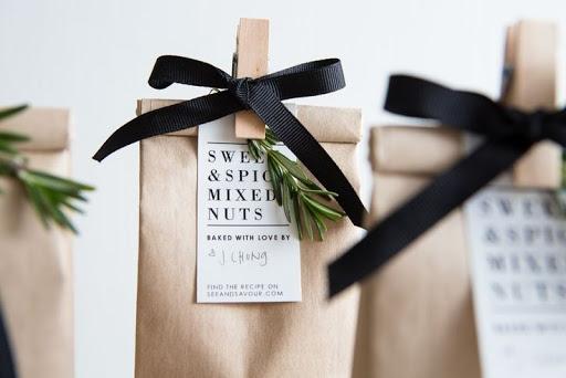 Túi quà đơn giản với giấy kraft