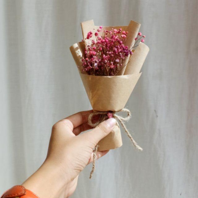 Những bó hoa nhỏ xinh danh tặng bạn bè từ giấy Kraft