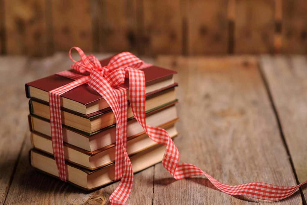 Bật bí 5+ cách gói quà quyển sách vinatage, tinh tế