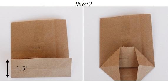 Bước 2 - Tiến hành gấp đấy túi đựng quà