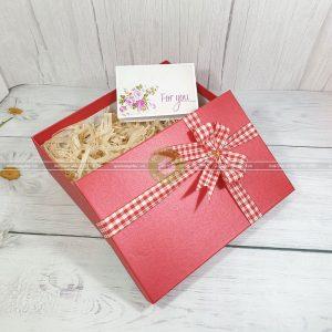 [Hướng dẫn] Cách làm hộp quà đẹp từ giấy gói quà cứng đơn giản