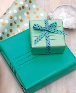 Hướng dẫn cách gói quà nhanh đơn giản tại nhà chưa đến 5 phút